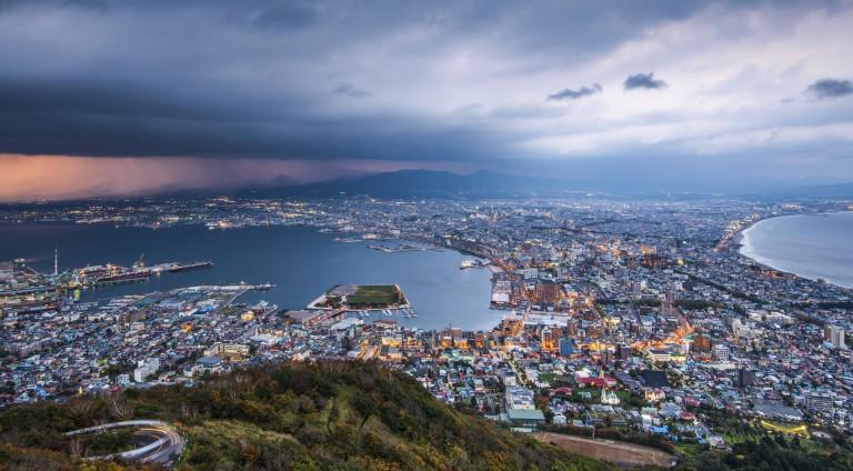 Западное побережье Хоккайдо (Япония) Всем известно, что Япония перенаселена, но и здесь молодежь сте