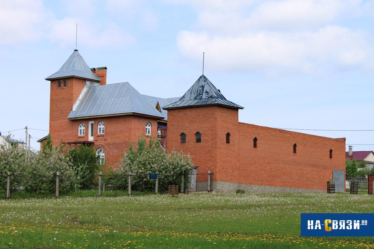 А если вы всегда мечтали жить в средневековом замке, позвольте себе исполнить свою мечту.