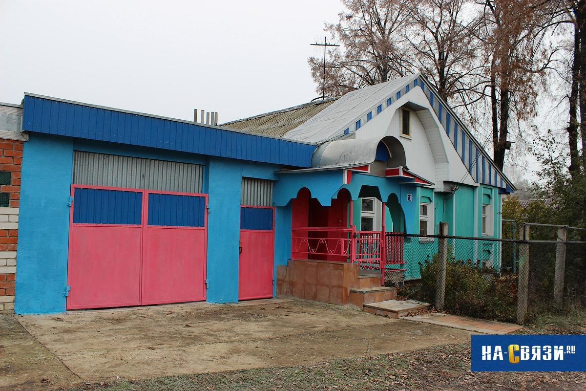 Например, здесь автор дизайн-проекта вдохновился цветовой схемой CMYK и объединил сине-голубой оттен
