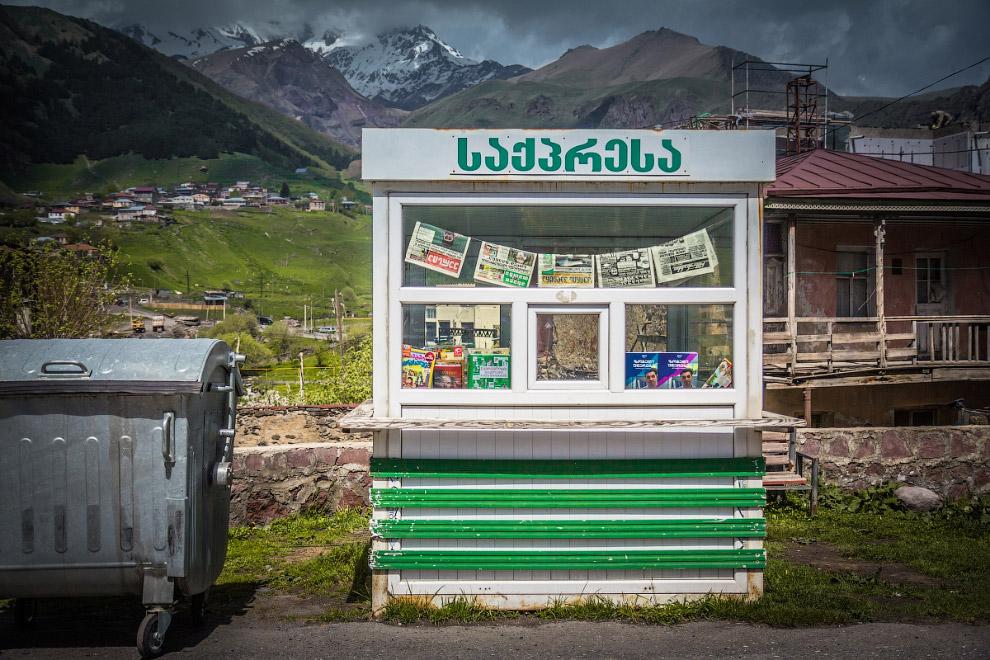 Местные живут Горой. Вся экономика выстроена на туристах: одни идут на Казбек, другие — в гору,