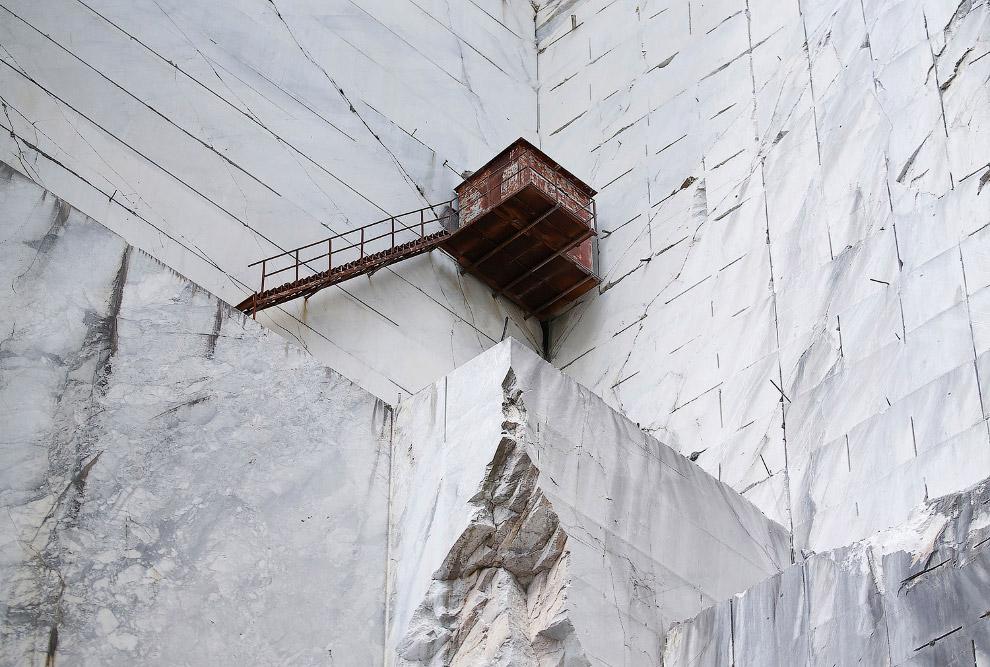 13. Мраморная дорога, ведущая к карьеру на горе Монте Альтиссимо, 14 июля 2017. (Фото Alessandr