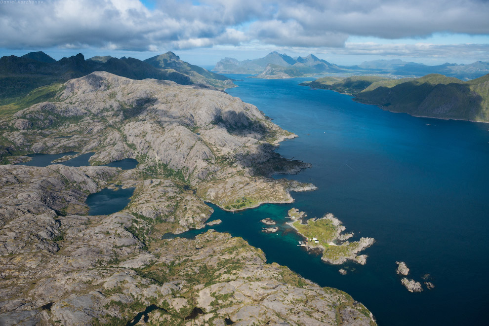 Настоящий рай для пеших походов: на каждой горной гряде — система подвешенных озер: