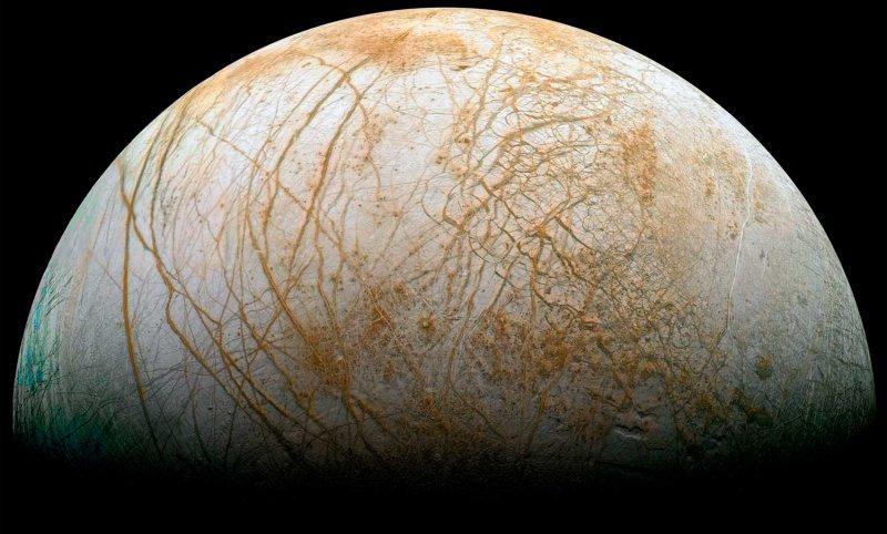 NASA заявило о вероятной жизни наспутнике Сатурна