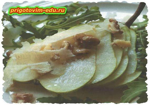 Салат из груши с рукколой