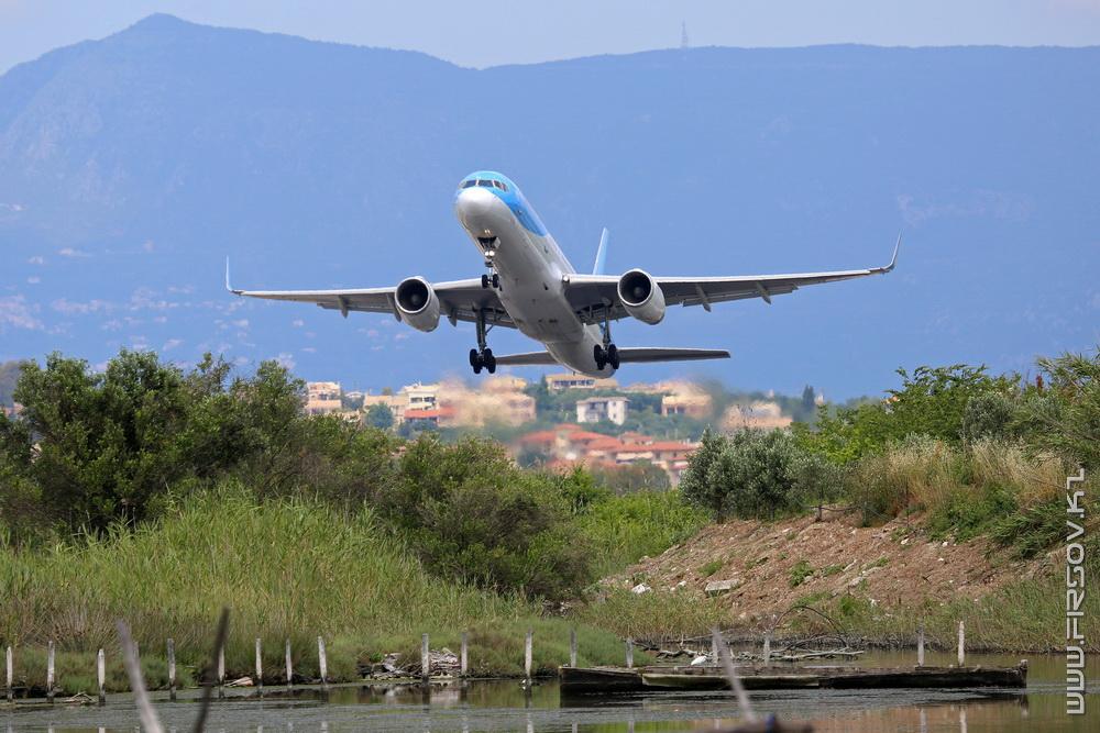 B-757_G-OOBA_Thomson_3_CFU_resize.jpg