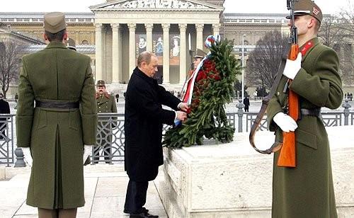 14-Церемония возложения венка к Могиле Неизвестного Солдата