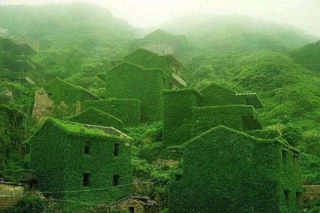 Abandoned Green Village in China (7 pics)