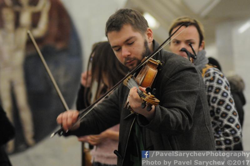 Музыканты отметили День студента концертом в метро
