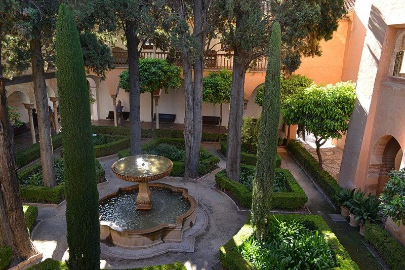 Кипарисовый двор