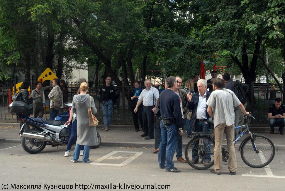 Местные жители против сноса ДК им. Серафимовича