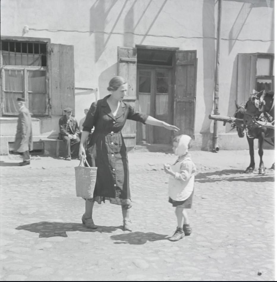 Жена и сын Натана Гутмана