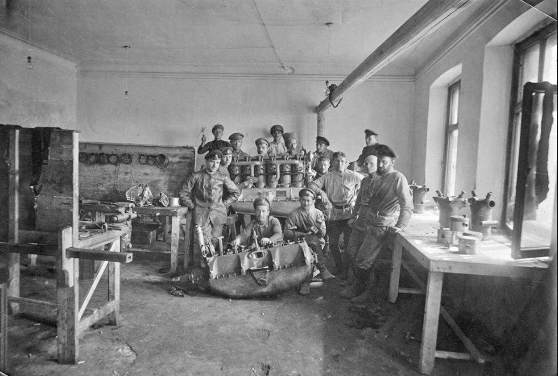 Моторная мастерская Донского авиапарка. Сентябрь 1918