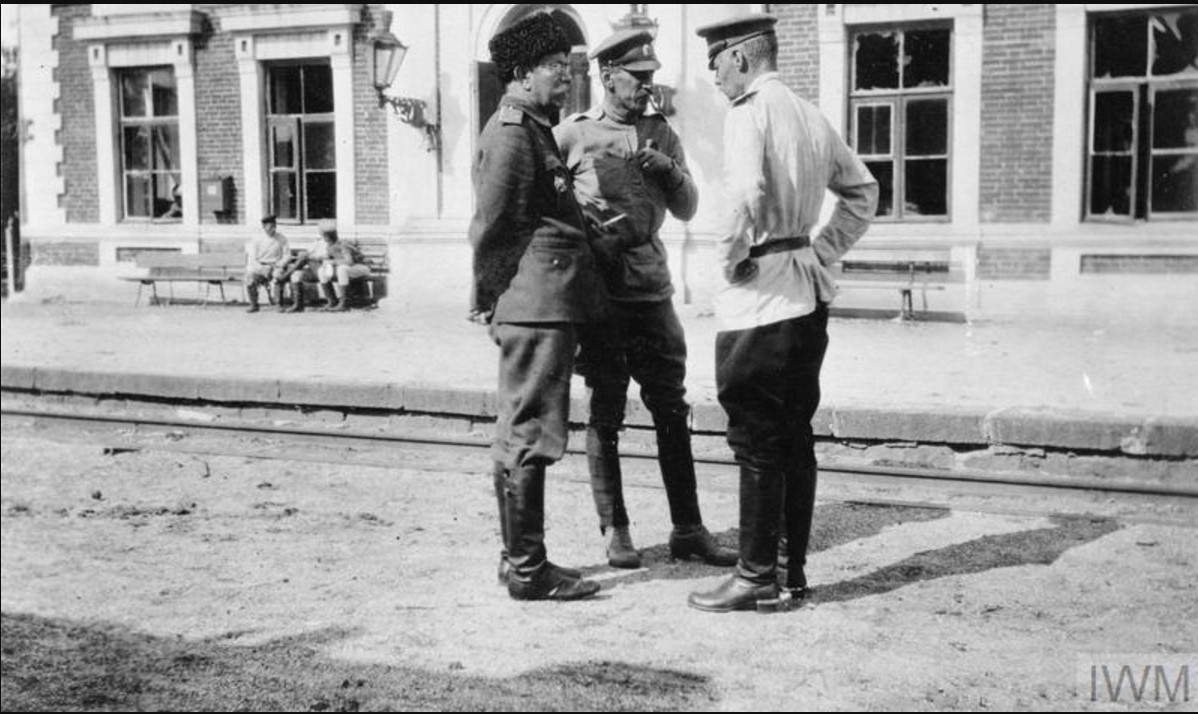Старшие офицеры Донской армии за беседой