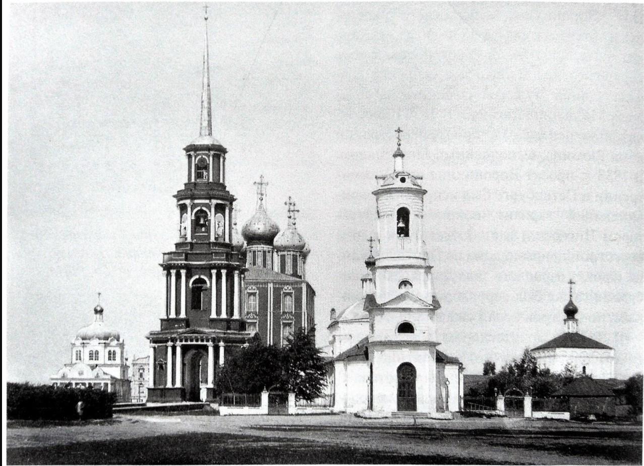 Вид Ильинской площади