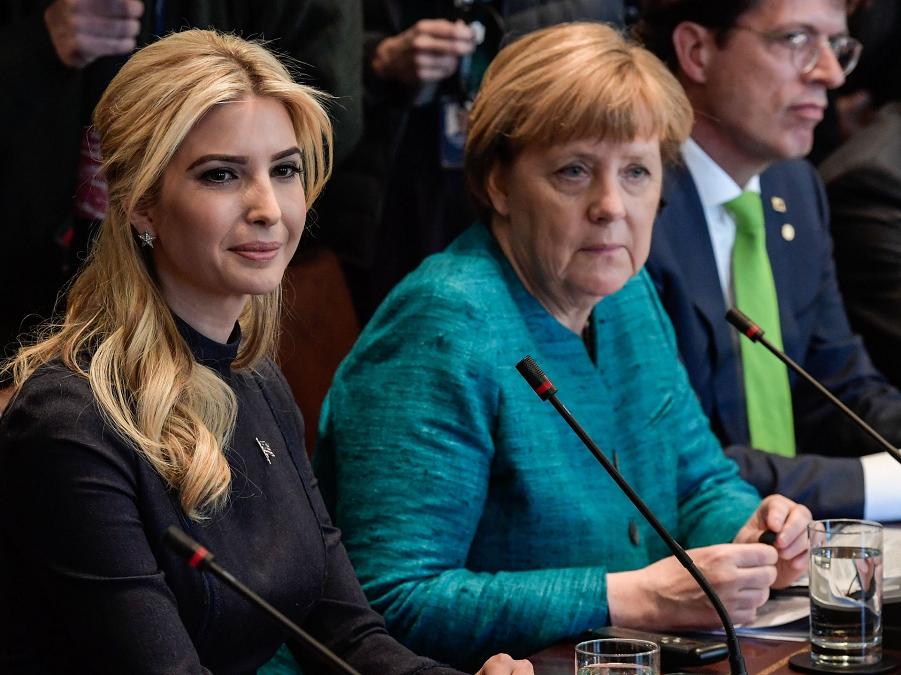 Встреча Меркель с представителями деловых кругов.png