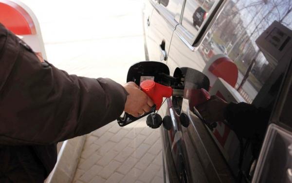 Цены набензин в России дороже чем вСША