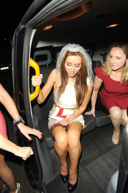 Уна Хили с подругами приехала в клуб в Лондоне