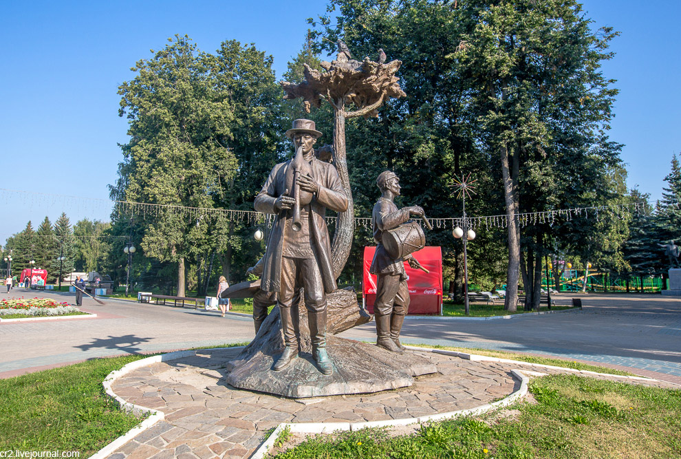 4. Центральный вход в Парк и Бульвар Чавайна, названный в честь марийского писателя Сергея Гр