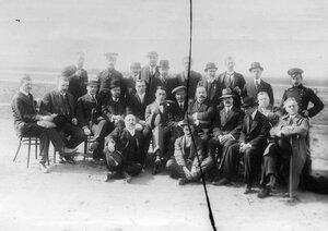 Группа  членов клуба на аэродроме
