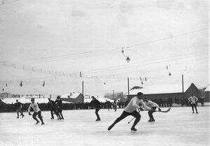 Матч в русский хоккей между командами Москвы и Петербурга на катке для игры в русский хоккей (Обводный канал, 130). 16 февраля 1914