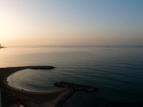 на рассвете на  Средиземном море