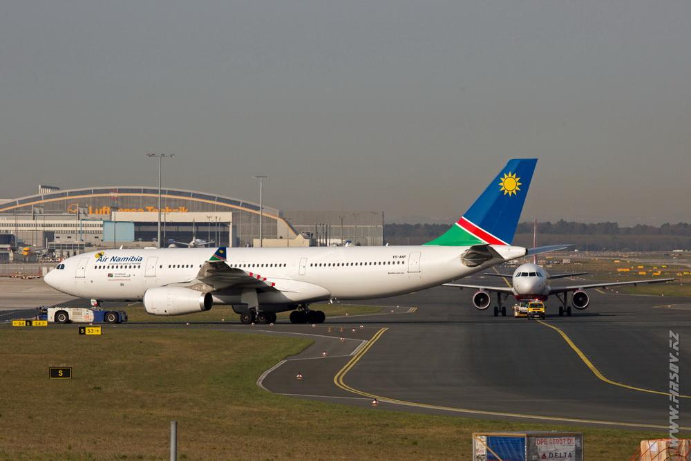 A-330_V5-ANP_Air_Namibia_7_FRA.JPG