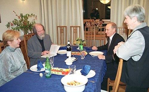 20.09.2000 20:20 Президент встретился с писателем Александром Солженицыным