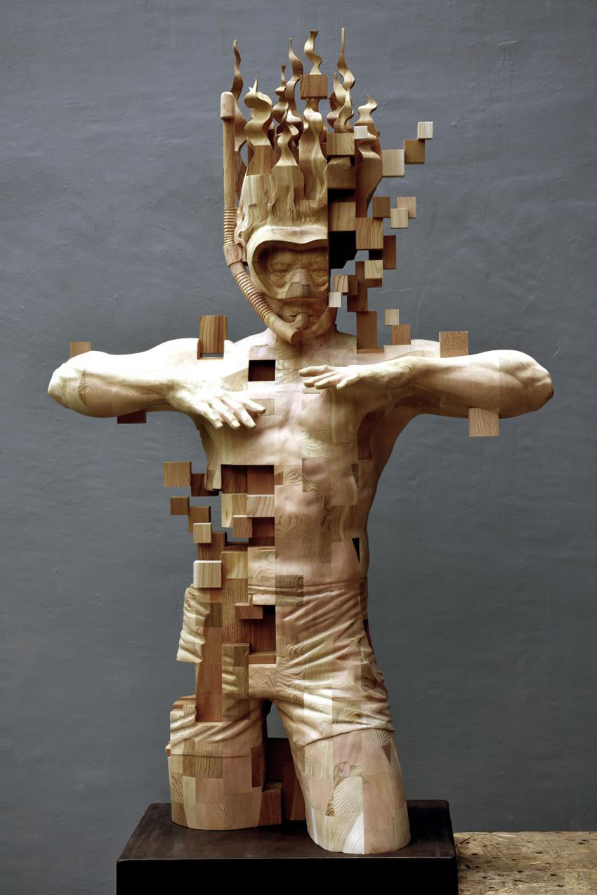 A Pixelated Wooden Snorkeler Sculpted by Hsu Tung Han (5 pics)
