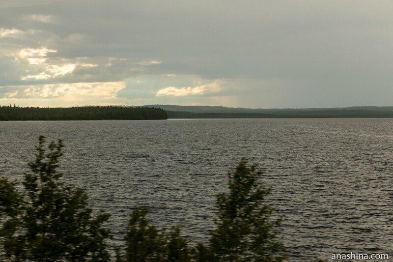 Озеро вдоль дороги (Пальеозеро или Сундозеро)