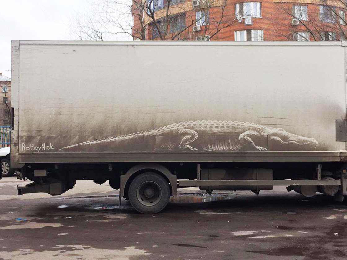 Artist draws his animals on dirty cars
