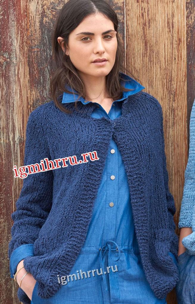 Комфортный синий жакет с накладными карманами. Вязание спицами