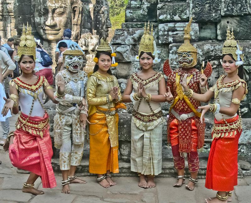 Национальные костюмы Камбоджи.