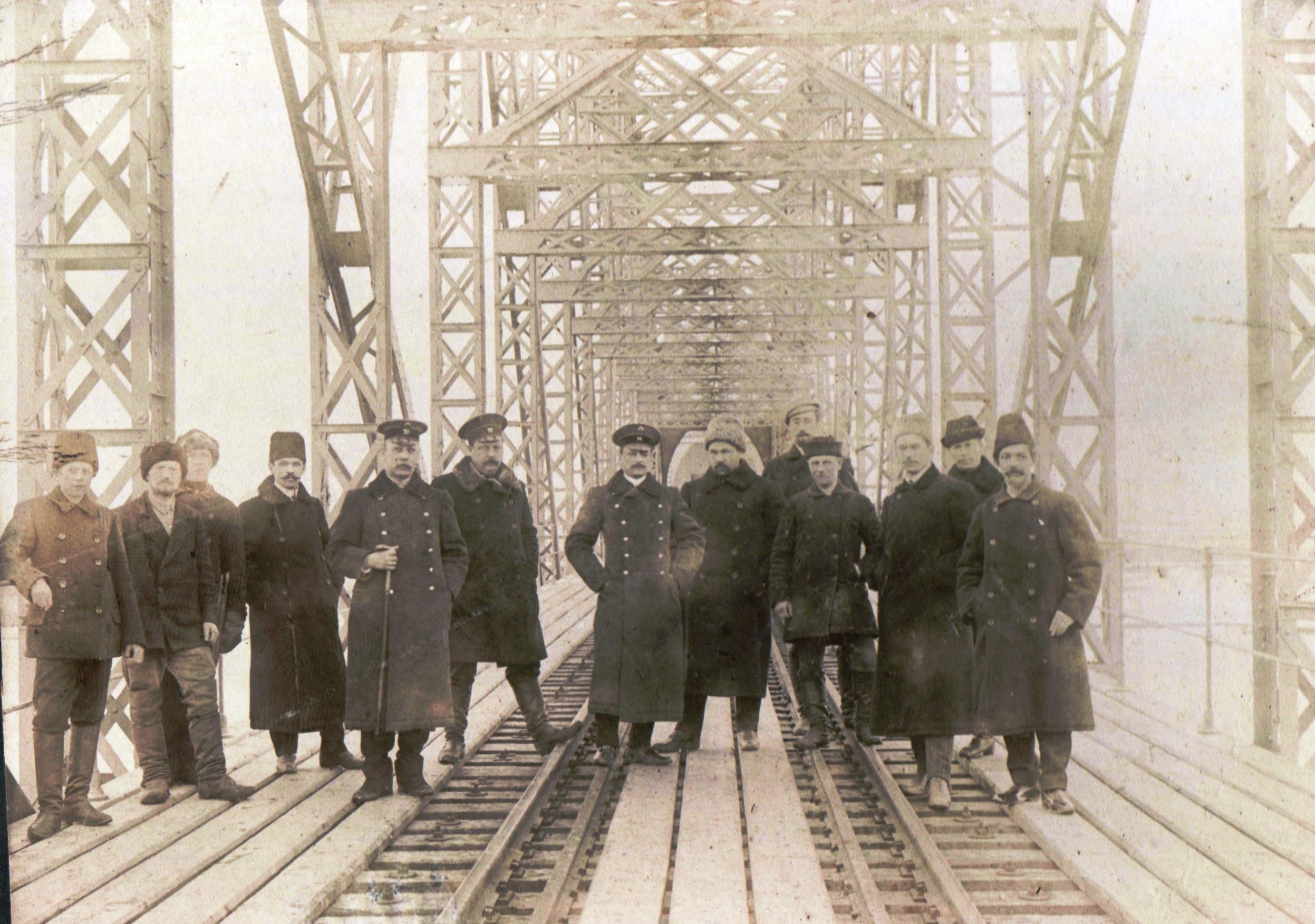 Строители железнодорожного моста через Оку. 1910