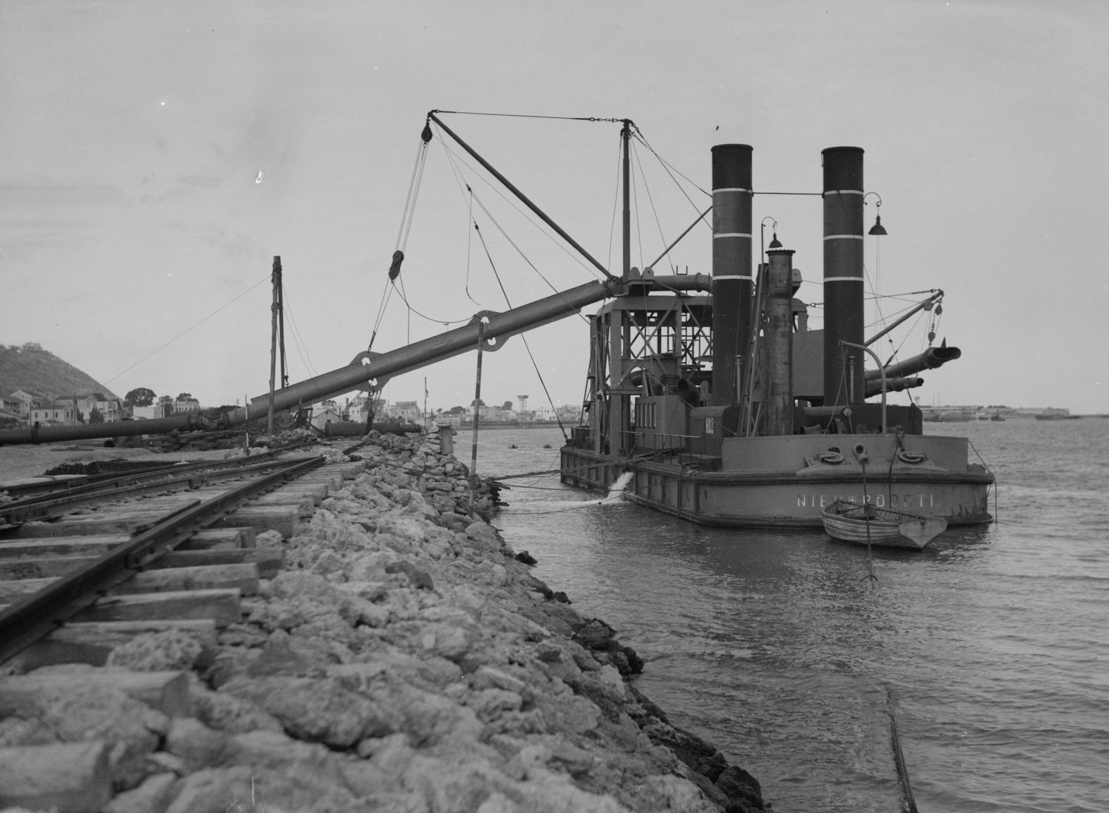 Англичане используют современное оборудование при строительстве порта