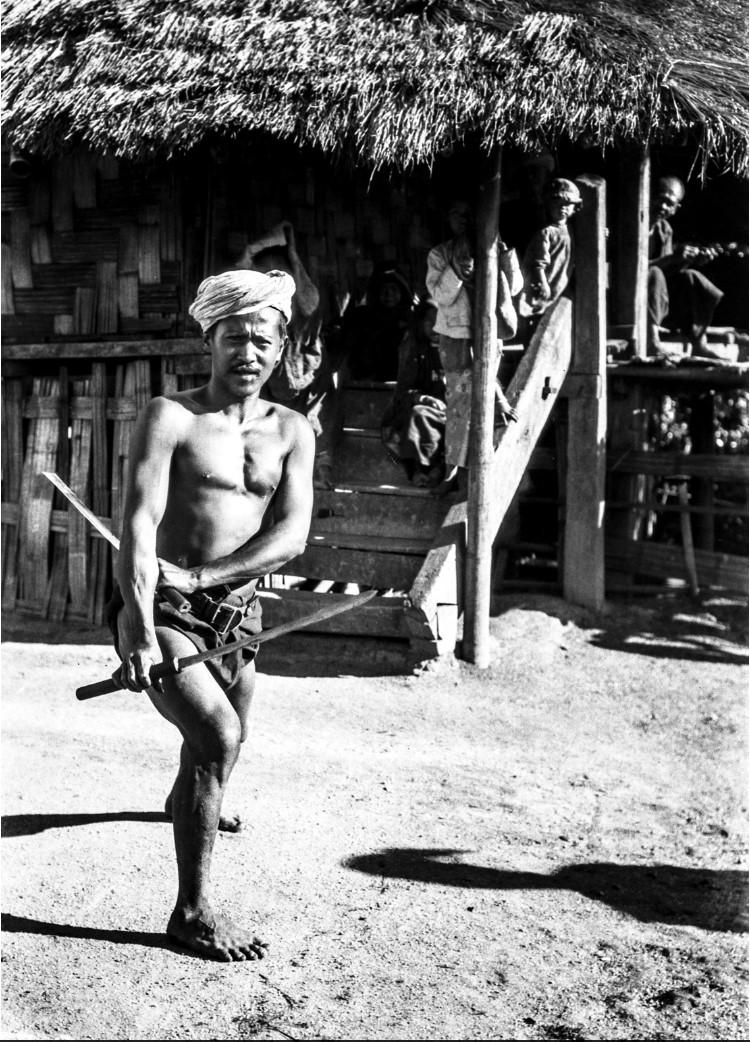 949. Танцор с мечами
