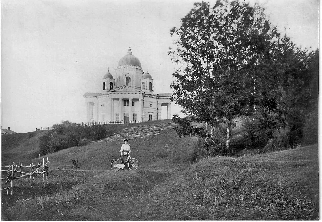 Окрестности города. Церковь села Дядьково