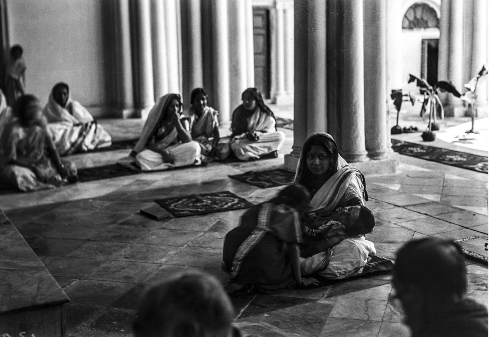 1303. Молитва в домашней часовне Тагоров