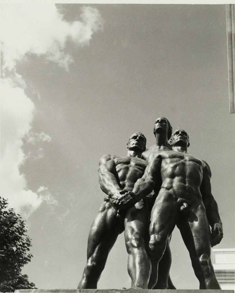 Монументальная композиция  «Братство» работы Йозефа Торака