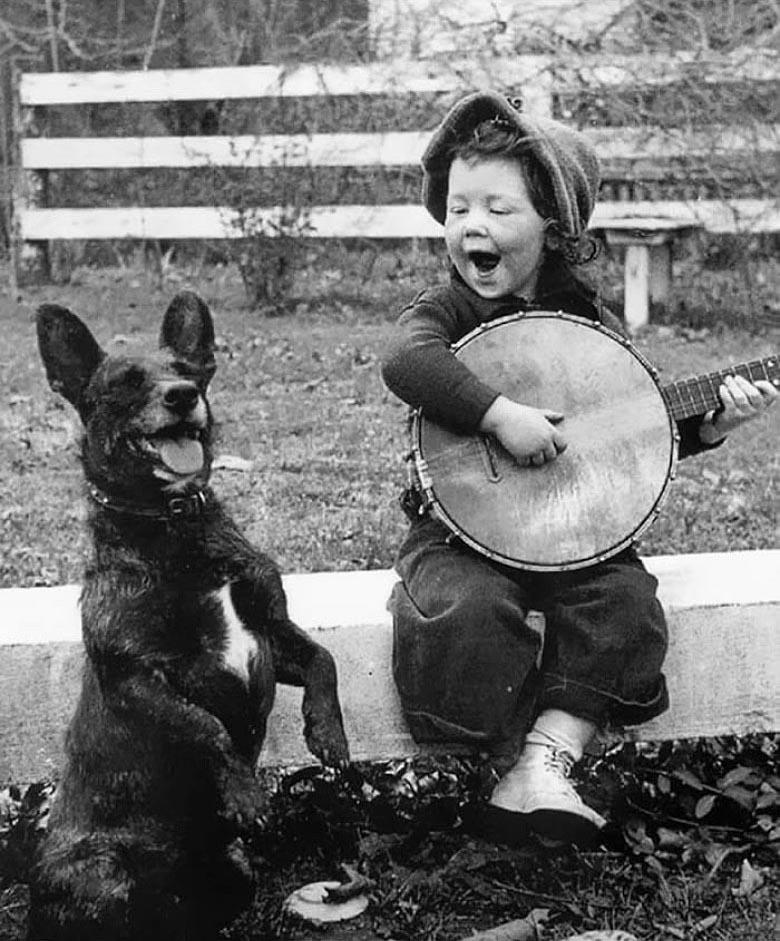 Мы с приятелем вдвоём песни про любовь поём