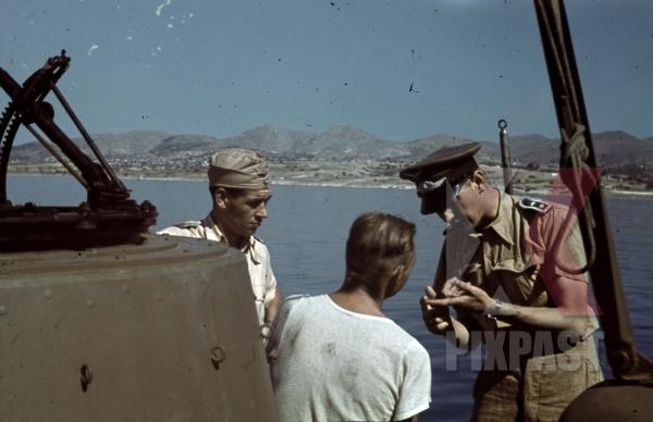 stock-photo-german-luftwaffe-crew-in-tropical-uniform-load-a-seaplane-dornier-do-24-tripoli-harbour-in-libya-1942-11245.jpg