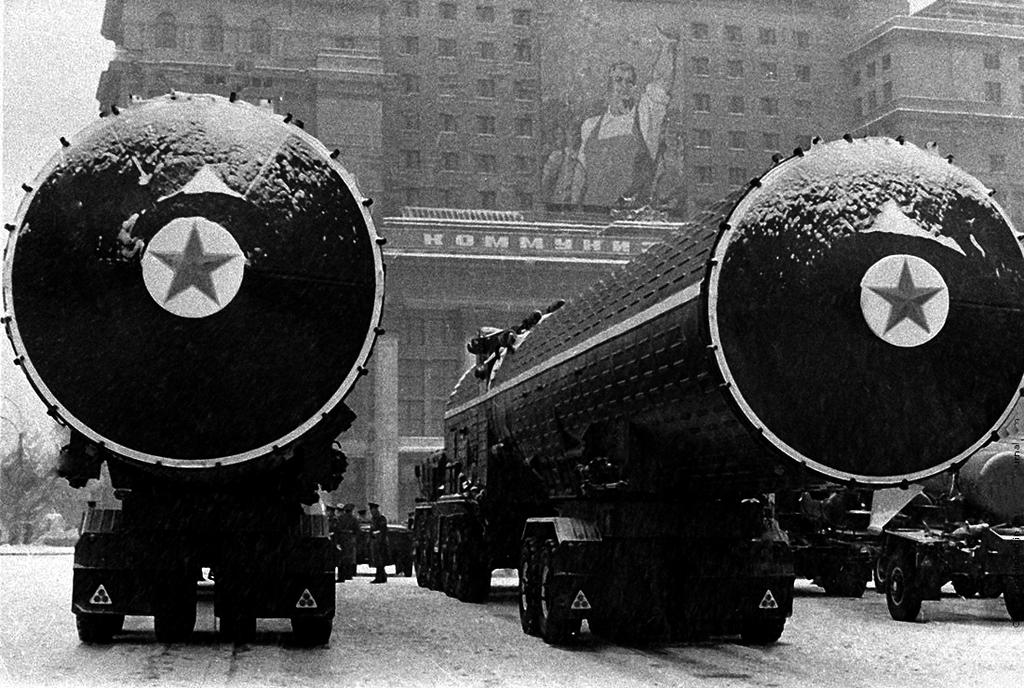 Ракетная техника перед парадом на Красной площади, 1970 год
