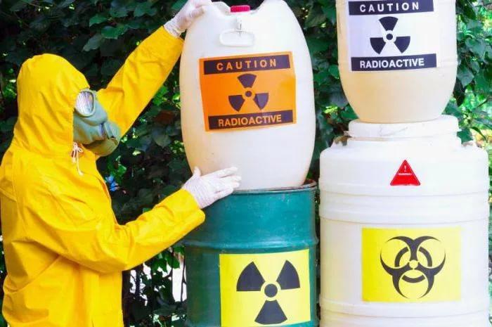 В промышленной зоне Бийска обнаружены опасные отходы