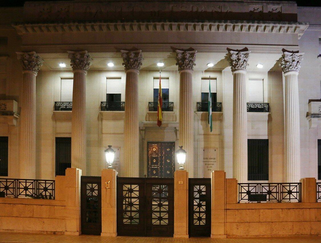 Ночная Малага. Здание Банка Испании