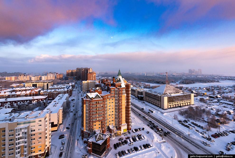 24. Сургутский государственный университет расположен на полуострове, образованном протоками Са