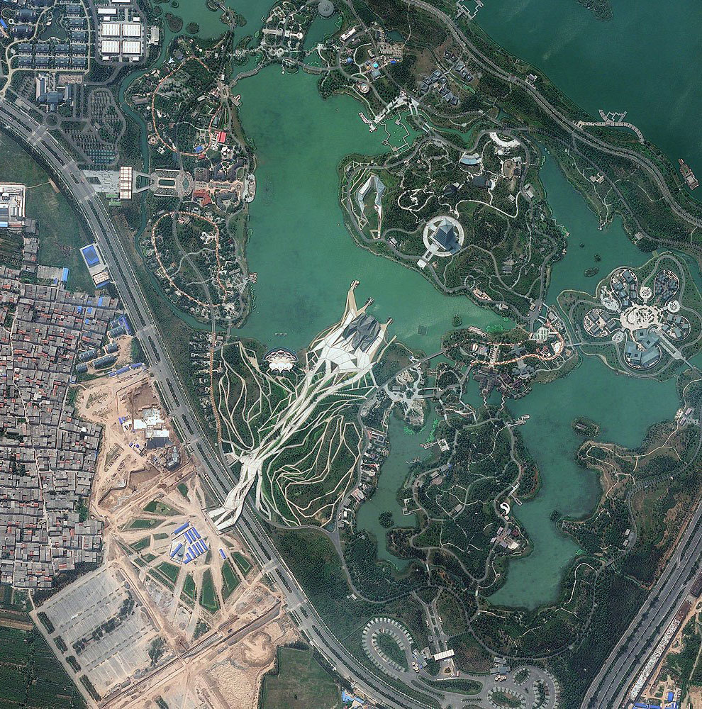 18. Гигантская резиновая утка в Гонконге, 9 мая 2013. Она была создана художником из Голландии