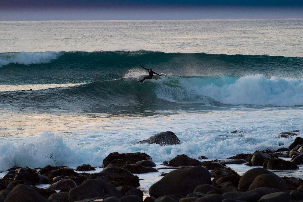 12. Холодная волна и скалы. (Фото Olivier Morin):