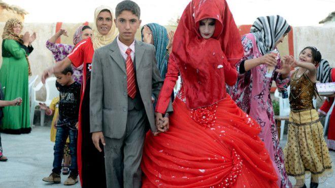 В странах, где детский брак - традиция, он выгоден в первую очередь родителям, которые решают таким