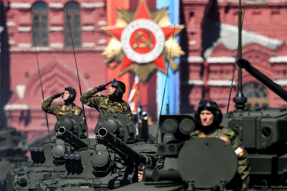 19. Стратегические бомбардировщики Ту-95МС . Нет, они 9 мая не летали, это была репетиция Парад