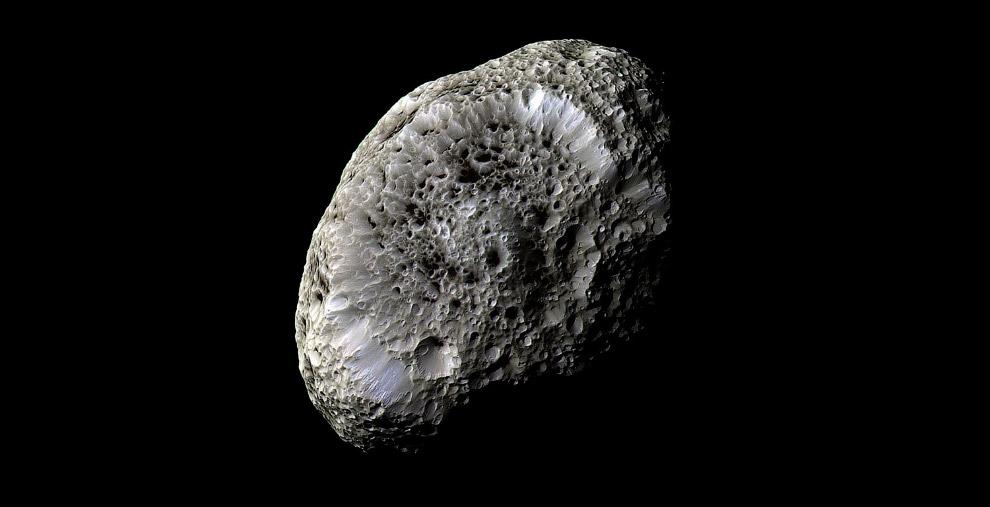 3. Средний диаметр Энцелада — 504,2 км. Это шестой по размеру и массе спутник Сатурна. Орбита с