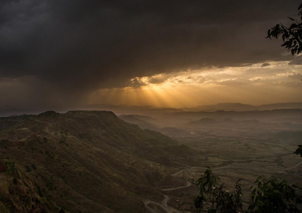 14. Паломники. Тимкат – праздник крещения Иисуса в реке Иордан. В отличие от православной тради